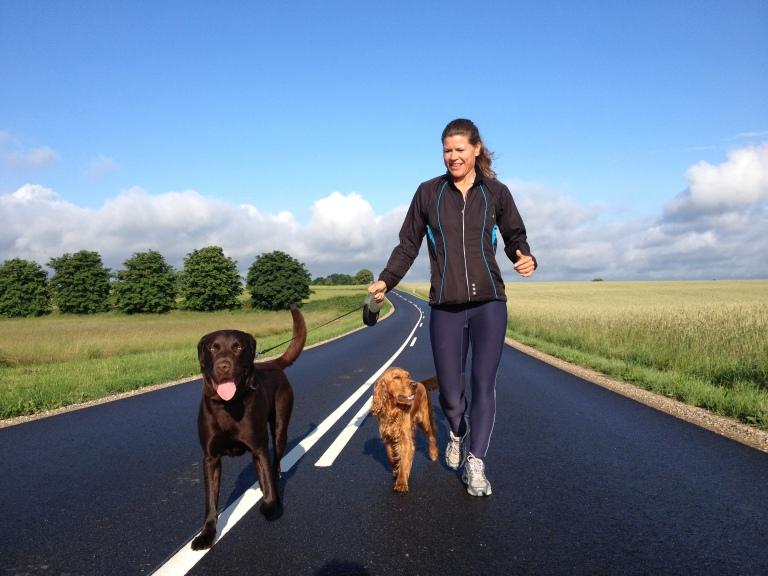 Louise Genet passer hunde